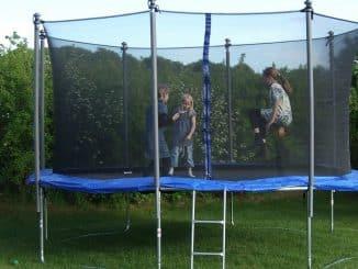 enfant trampoline