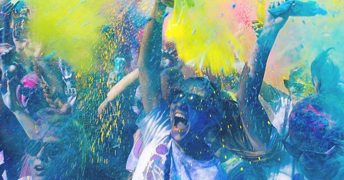 il y a souvent une grosse ambiance sur les color run ! ce sont des courses festives