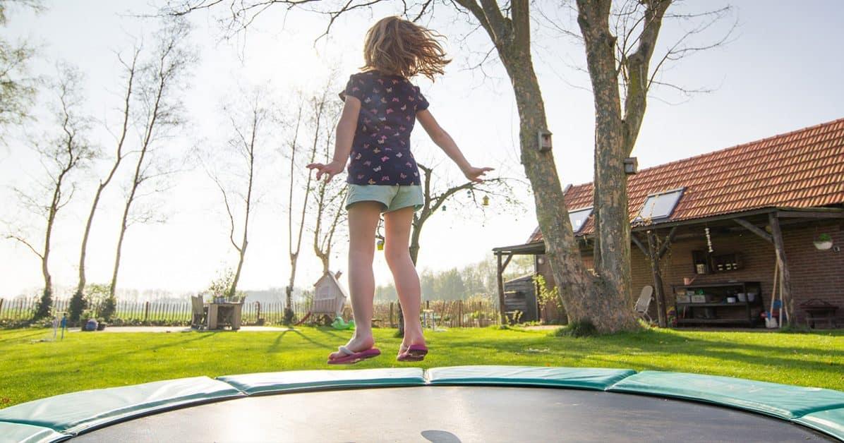 trampoline dehors